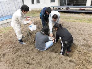 実験ほ場での土壌調査実習(2)