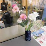 トルコギキョウを展示しています (2) 庶務課窓口