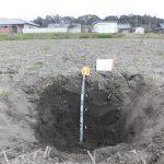 堂ヶ山町の水田で春の土壌調査を実施(3)